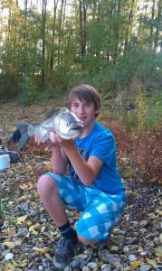 Rapfen angeln im Fluss im Sommer